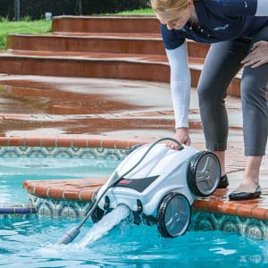 The Polaris® P965iQ, from Zodiac Pool Systems Canada Inc., provides robotic cleaning performance with the convenience of iAquaLink control.