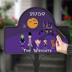 Halloween Character Collection Magnetic Garden Sign, $23, bedbathandbeyond.ca