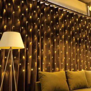 LED Extendable 204 Net Light, $68, wayfair.ca